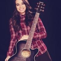 """""""La chica del ukelele"""", además de compositora toca diferentes instrumentos todos relacionados con el sonido country que tanto le gusta y con el que viste sus temas y su estética."""
