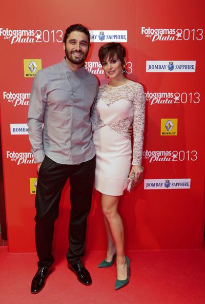"""Una pareja de guapos y divertidos, Verónica Echegui -ahora en """"Cuentame"""" de TVE- y Alex Garcia."""