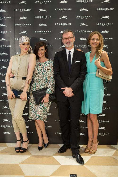 El anfitrión Joan Cassegrain, con Bimba Bosé, Paz Vega y Verónica Blume.