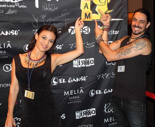 El cantante Rash, que se puso en el bolsillo el público, y la invitada VIP estrella de la noche, la guapísima y estrella televisiva Elisa Mouliaà.