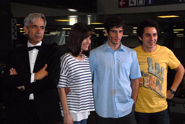 Foto de família de los actores protagonistas, Imanol Arias, Alexandra JIménez, Quim Gutiérrez y Berto Romero.
