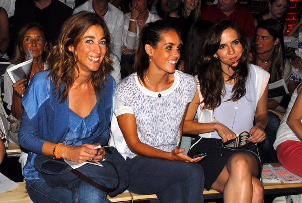 La presentadora Helena García Melero, la nadadora Ona Carbonell y la actriz Aina Clotet, en el desfile de Sita Murt.