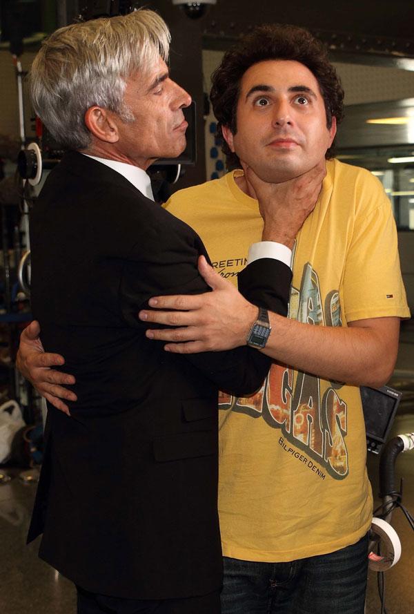 Divertida imagen de Berto Romero con el actor Imanol Arias, Anacleto,  padre de su cuñado Adolfo,, interpretado por Quim Gutiérrez.