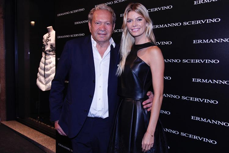 Ermanno Scervino y la modelo Cristina Tosio