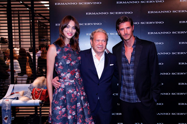 La modelo Neus Bermejo, con Ermanno Scervino y el modelo Matias Beck