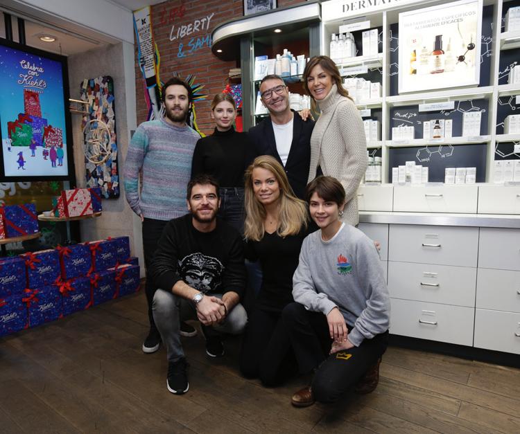 Kiehl's_Foto grupal con Ricardo Gómez, Miriam Giovanelli, Abel Arana, Mar Flores, Alfonso Bassave, Carla Goyanes y Alba Galocha