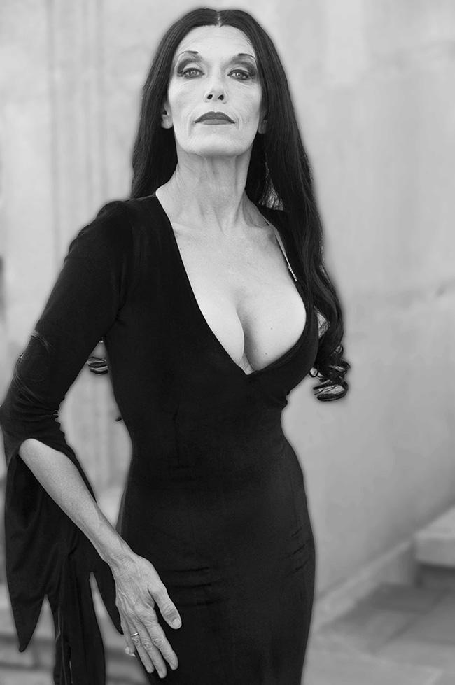 Carmen Conesa en el papael de Morticia Addams Barnafotopress.jpgcopia