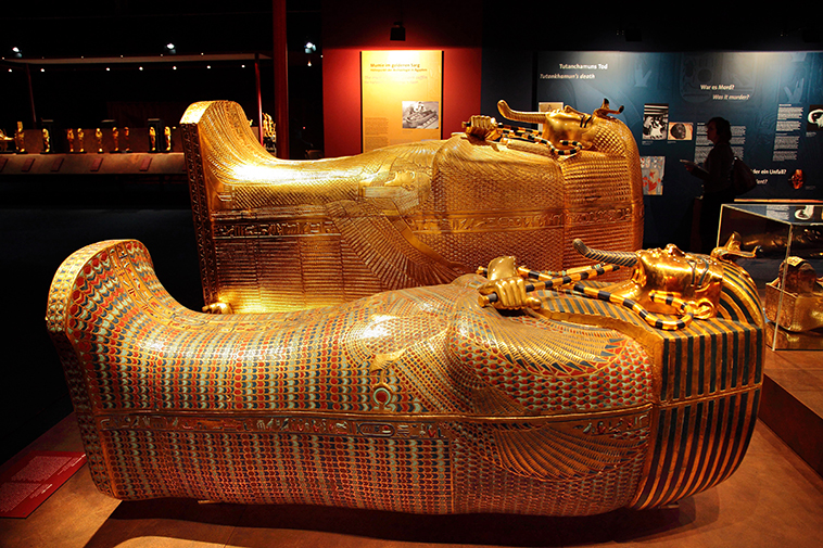 king-tut-golden-mummy-cases-03.jpg
